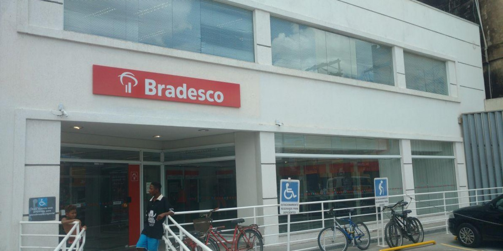 Bradesco apresenta saldo positivo na geração de emprego nos bancos em Macaé