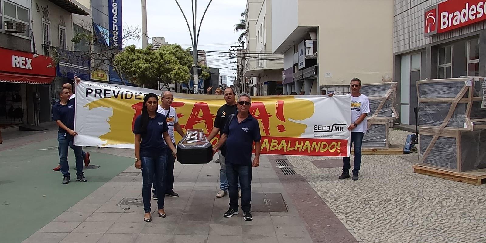 Bancários realizam manifestações contra Reforma da Previdência - a PEC 287/16 (PEC DO CAIXÃO)