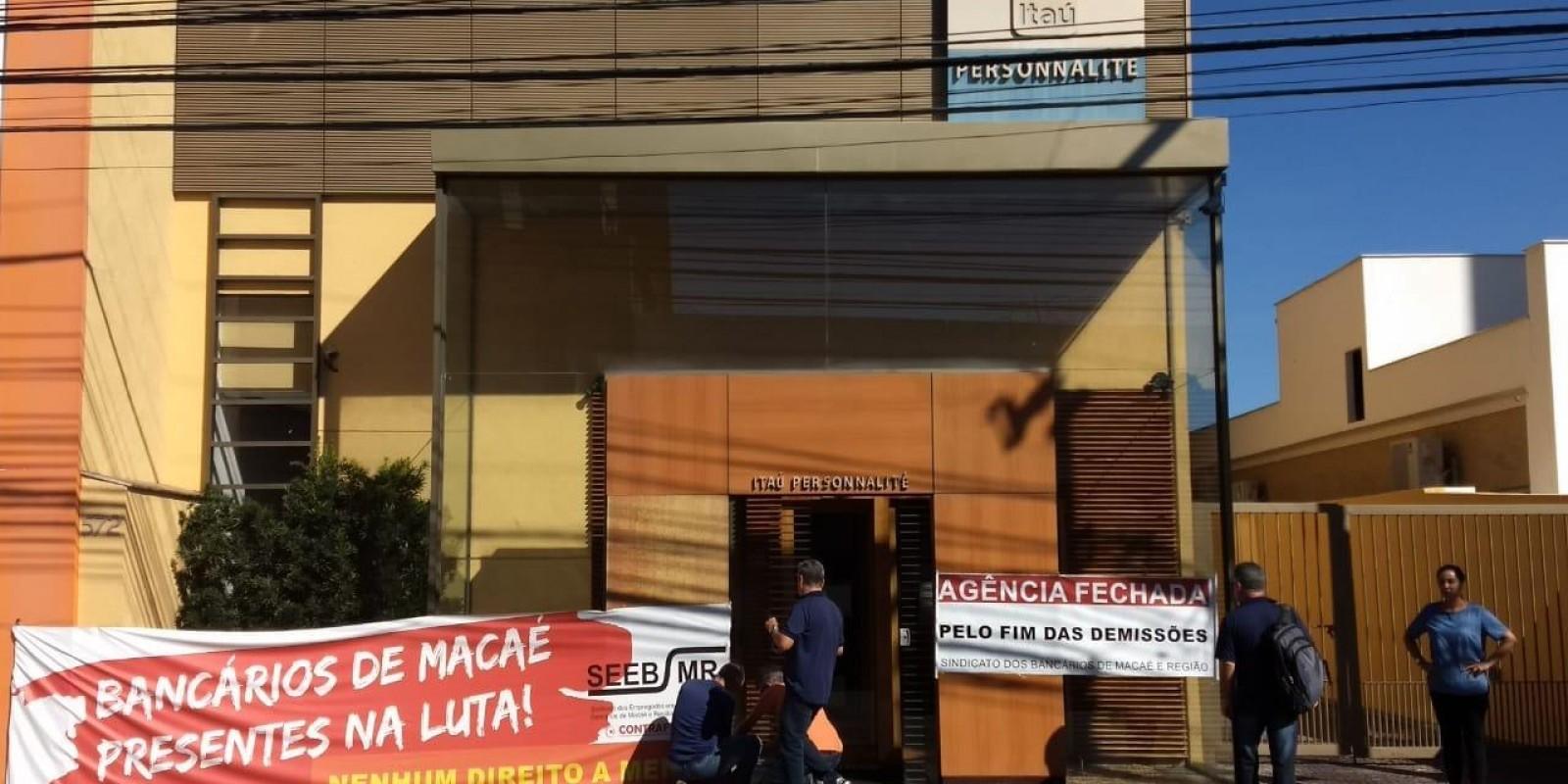 Itaú demite funcionária com estabilidade assegurada por lei