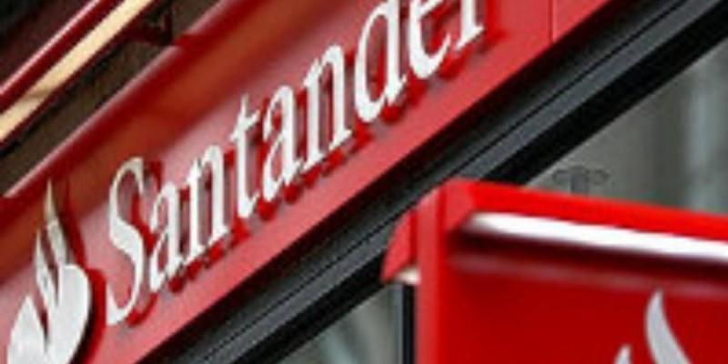 Protesto no Santander em Cornélio Procópio (PR) denuncia demissão de bancário