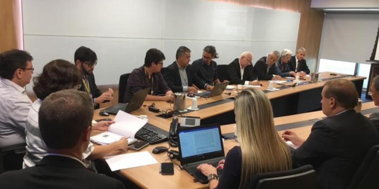 Entidades cobram mais dados da proposta para a Cassi e apresentam sugestões