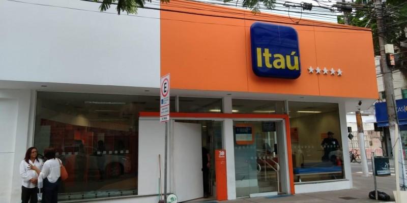 AG. do Itaú do centro, sofre ato de vandalismo