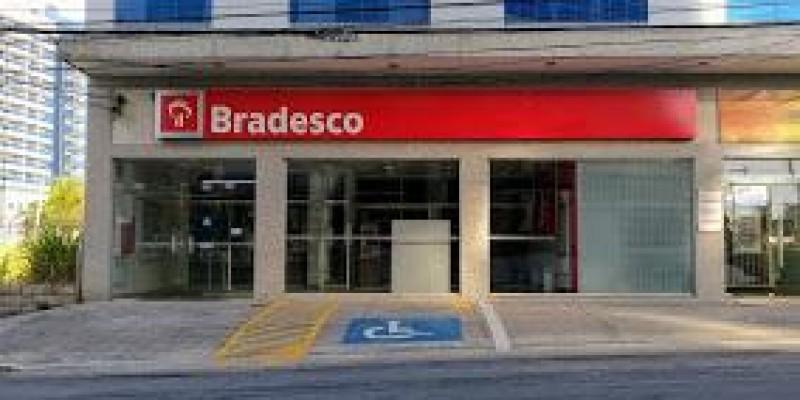Agência do Bradesco é assaltada na madrugada de domingo (19)