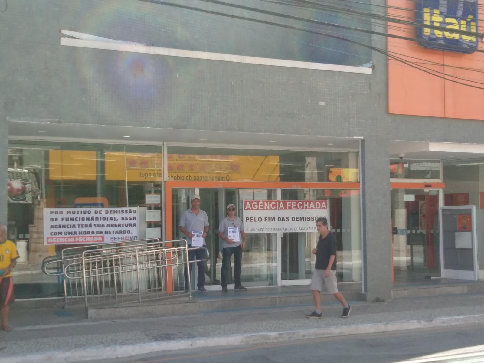 Paralisação na agência do Itaú do centro, em Macaé