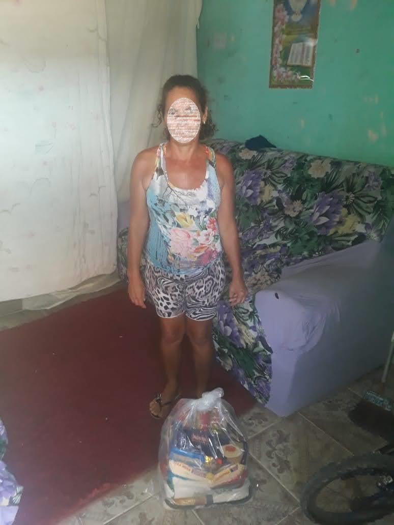 Bancários de Macaé-RJ entregam cestas básicas