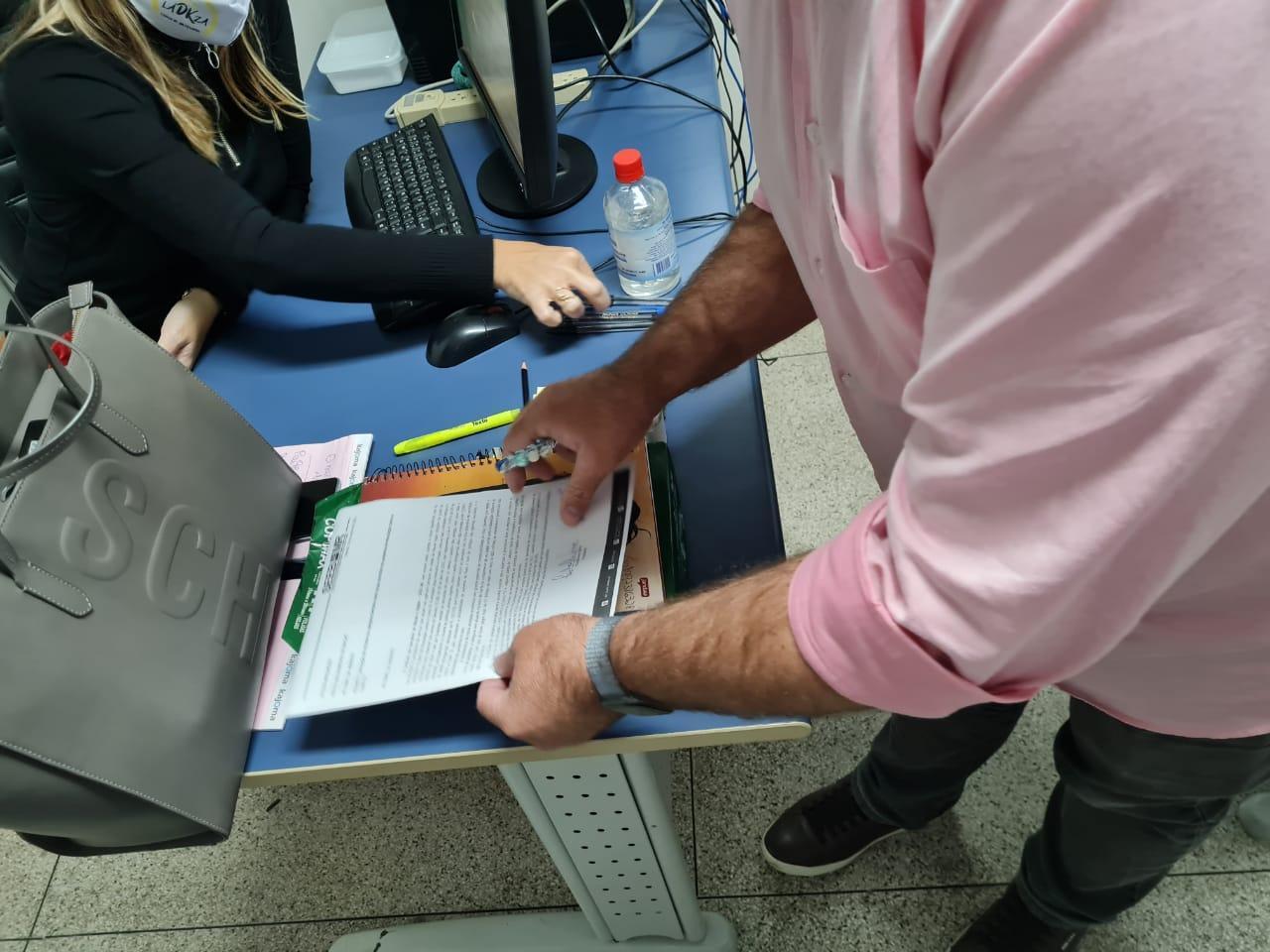 Prefeito de Macaé recebe pessoalmente novo ofício solicitando a prioridade na vacinação para os bancários.